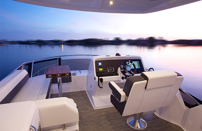 Exterior of a Cruiser Yachts 54 Fly
